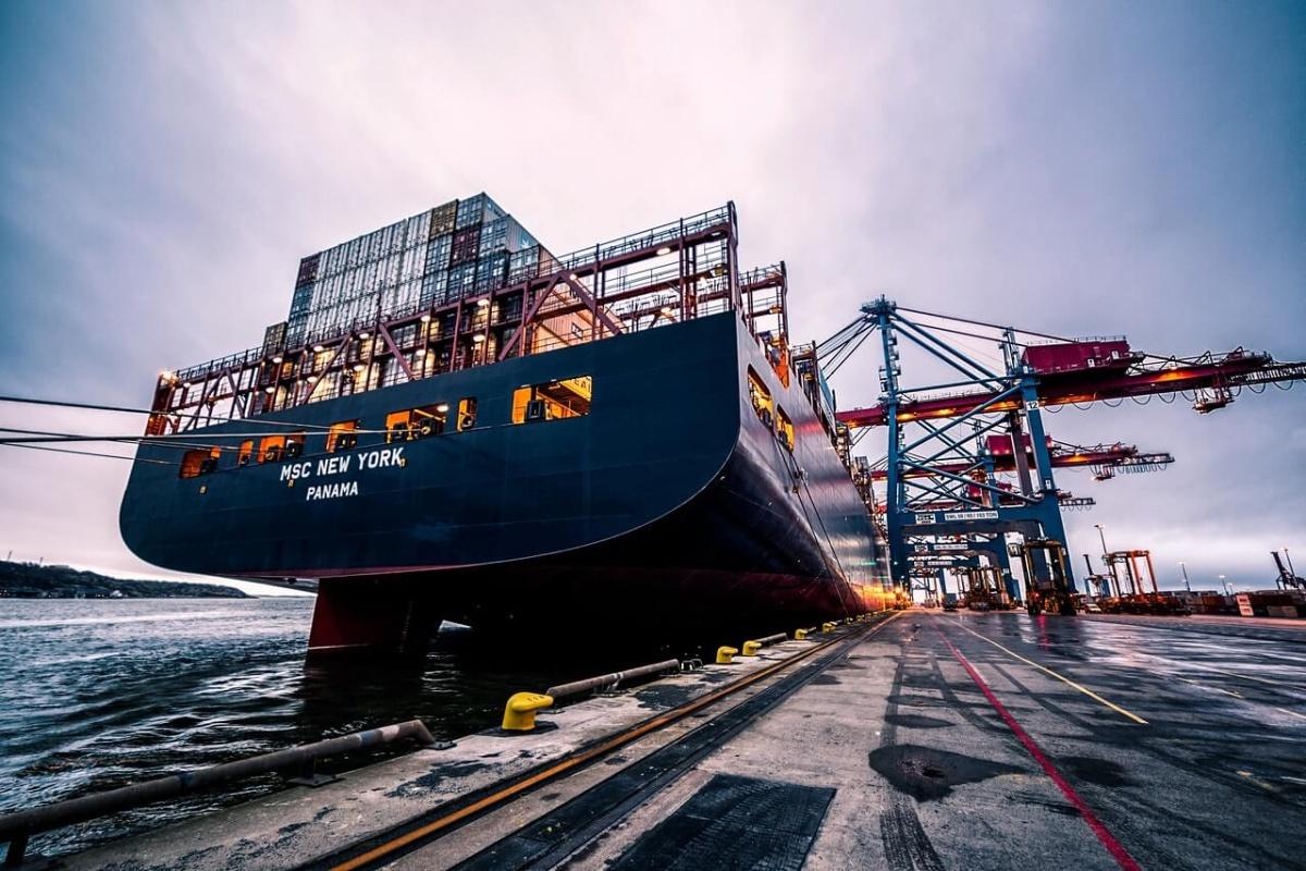 Lodná doprava – lodná preprava lodných kontajnerov